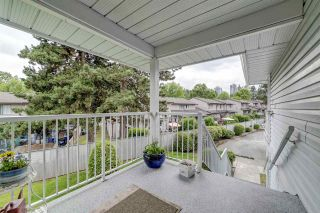 "Photo 3: 3 1160 INLET Street in Coquitlam: New Horizons Townhouse for sale in ""Camelot"" : MLS®# R2386788"