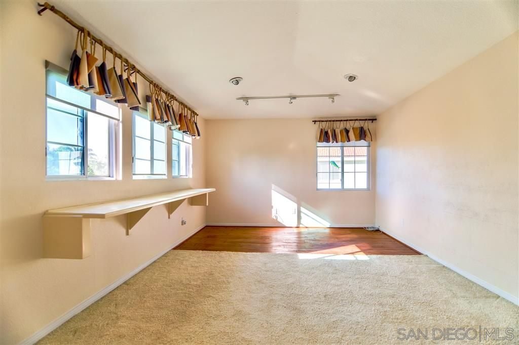 Photo 13: Photos: OCEANSIDE House for sale : 5 bedrooms : 5757 Spur Avenue