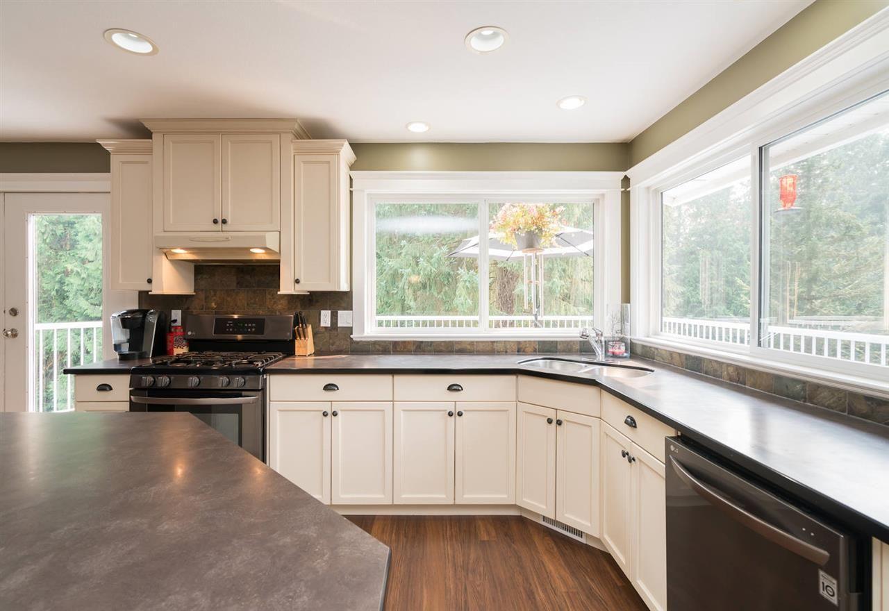 "Photo 9: Photos: 28258 MYRTLE Avenue in Abbotsford: Bradner House for sale in ""BRADNER"" : MLS®# R2456494"