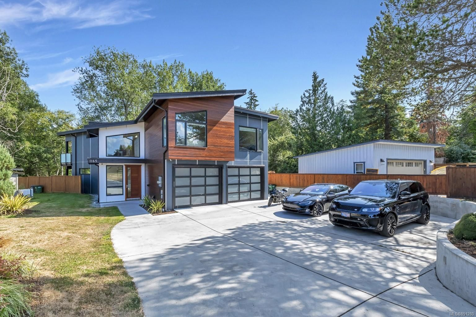 Main Photo: 1165 Royal Oak Dr in : SE Sunnymead House for sale (Saanich East)  : MLS®# 851280