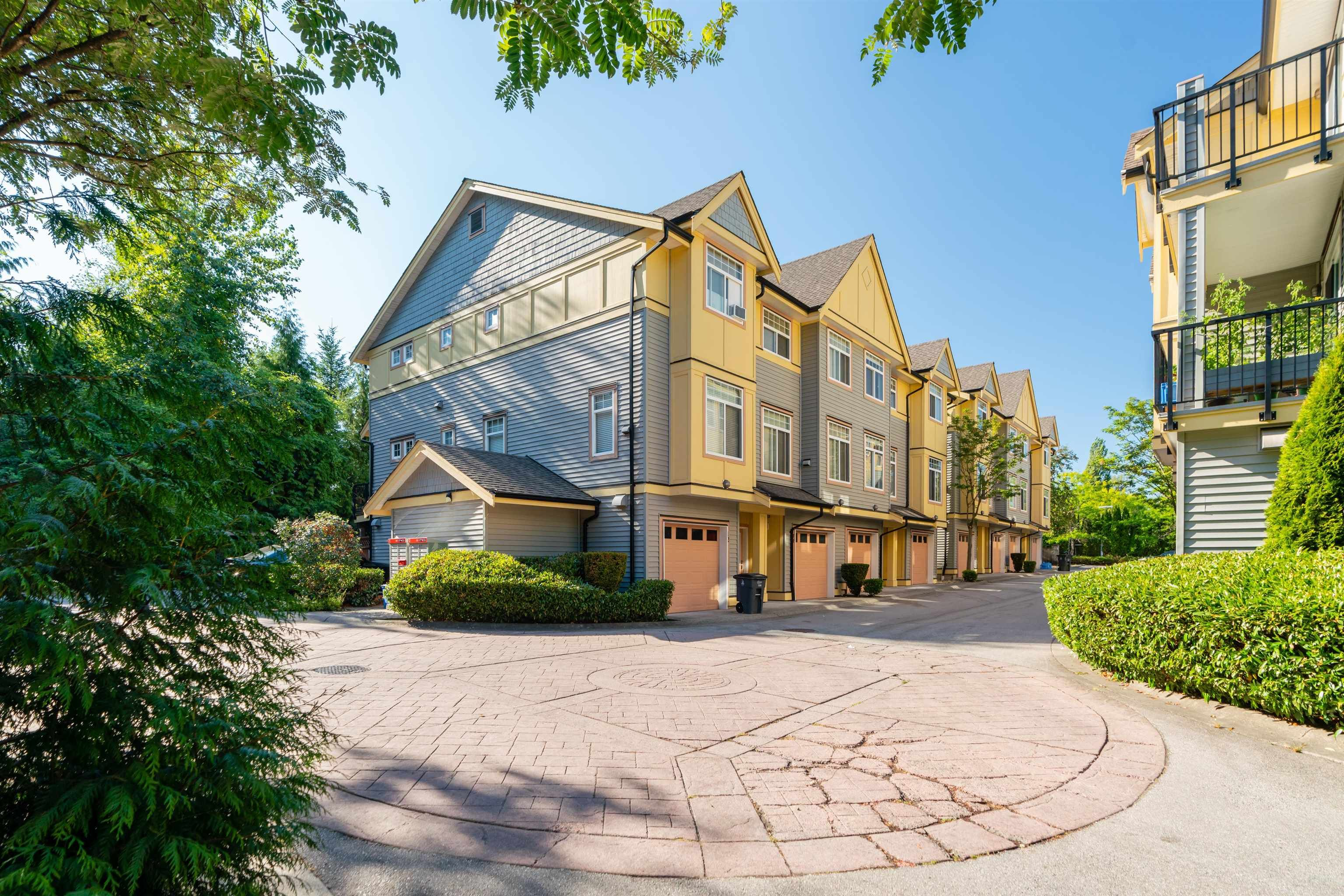"""Main Photo: 14 15518 103A Avenue in Surrey: Guildford Townhouse for sale in """"CEDAR LANE"""" (North Surrey)  : MLS®# R2612292"""