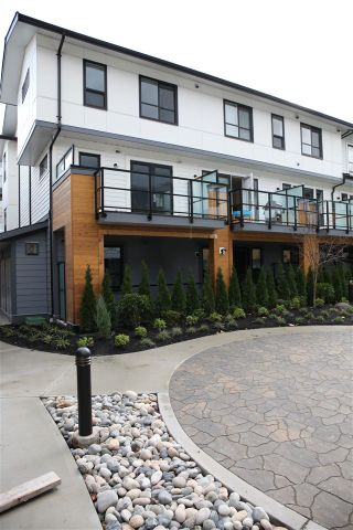"Photo 2: 76 1188 MAIN Street in Squamish: Downtown SQ Townhouse for sale in ""SOLEIL"" : MLS®# R2321380"
