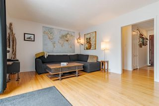Photo 10: 303 42 Street SW in Calgary: Wildwood Detached for sale : MLS®# A1134148