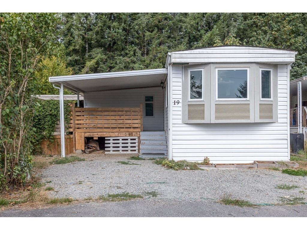 """Main Photo: 19 41639 LOUGHEED Highway in Mission: Dewdney Deroche Manufactured Home for sale in """"Evergreen Estates Mobile Home Park"""" : MLS®# R2611805"""