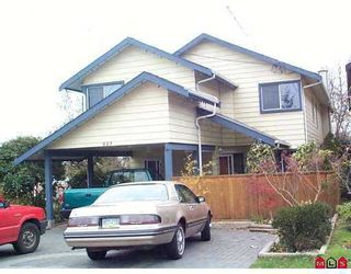 "Photo 1: 883 STEVENS ST: White Rock House for sale in ""EAST BEACH"" (South Surrey White Rock)  : MLS®# F2525684"