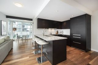 Photo 2: 706 1155 Seymour Street in Vancouver: Downtown VW Condo for sale (Vancouver West)  : MLS®# R2461136