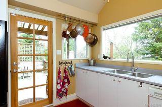Photo 10: 2052 Byron St in : OB North Oak Bay House for sale (Oak Bay)  : MLS®# 603270