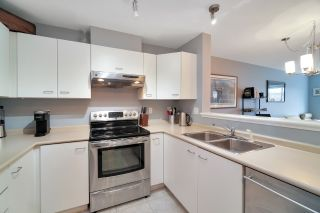 """Photo 13: 406 1242 TOWN CENTRE Boulevard in Coquitlam: Central Coquitlam Condo for sale in """"THE KENNEDY"""" : MLS®# R2543525"""