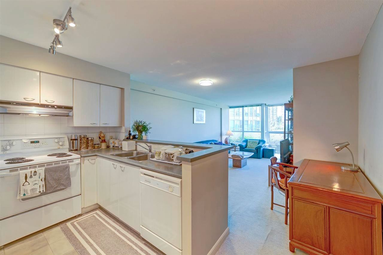 """Main Photo: 616 6028 WILLINGDON Avenue in Burnaby: Metrotown Condo for sale in """"Residences at the Crystal"""" (Burnaby South)  : MLS®# R2614974"""
