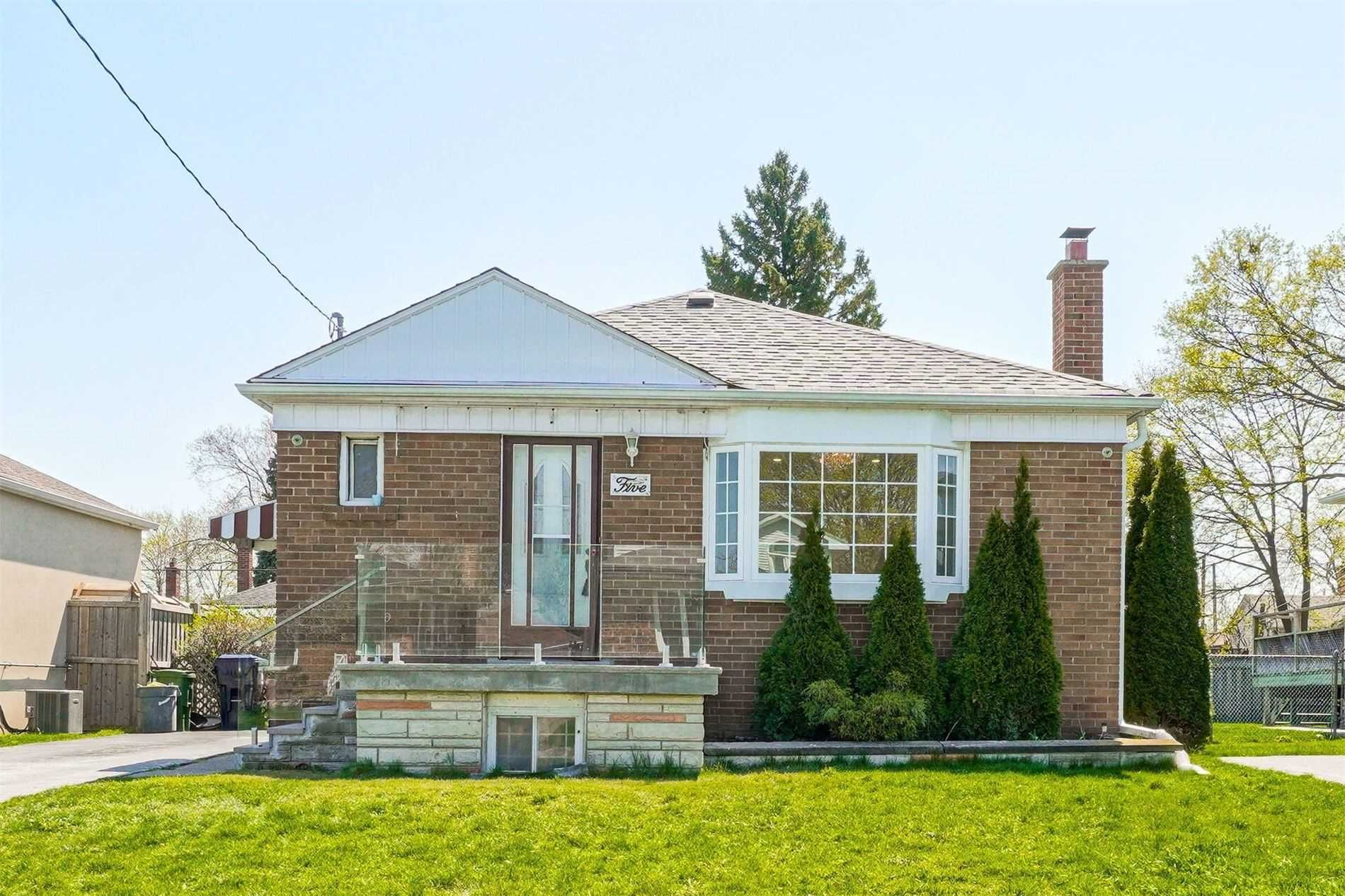 Main Photo: Main 5 Orlando Boulevard in Toronto: Wexford-Maryvale House (Bungalow-Raised) for lease (Toronto E04)  : MLS®# E5206702