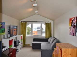 Photo 10: 402 LYON Place in North Vancouver: Central Lonsdale House for sale : MLS®# R2356670
