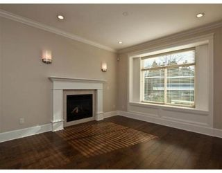 Photo 2: 634 W 17TH ST in North Vancouver: House for sale : MLS®# V868766