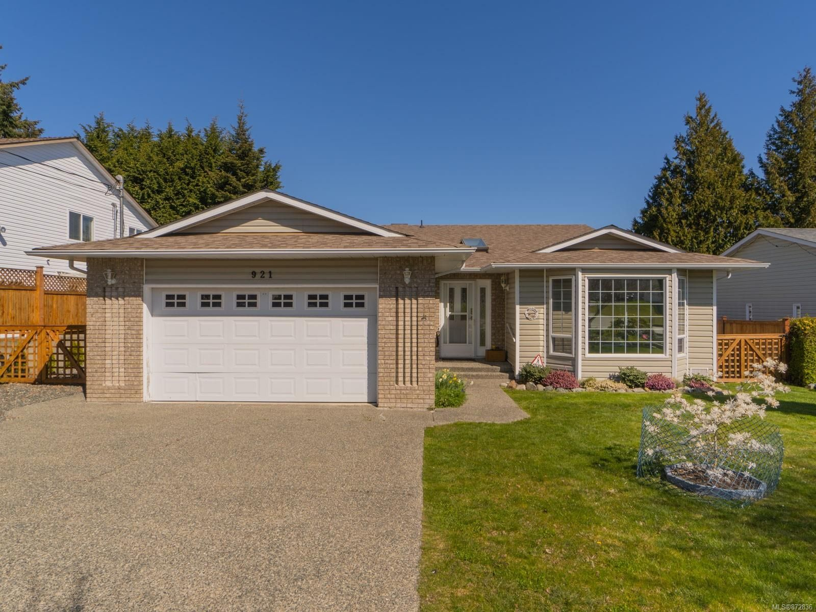 Main Photo: 921 Esslinger Rd in : PQ French Creek House for sale (Parksville/Qualicum)  : MLS®# 872836