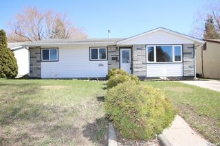 Photo 1: 414 Witney Avenue North in Saskatoon: Mount Royal SA Residential for sale : MLS®# SK852798
