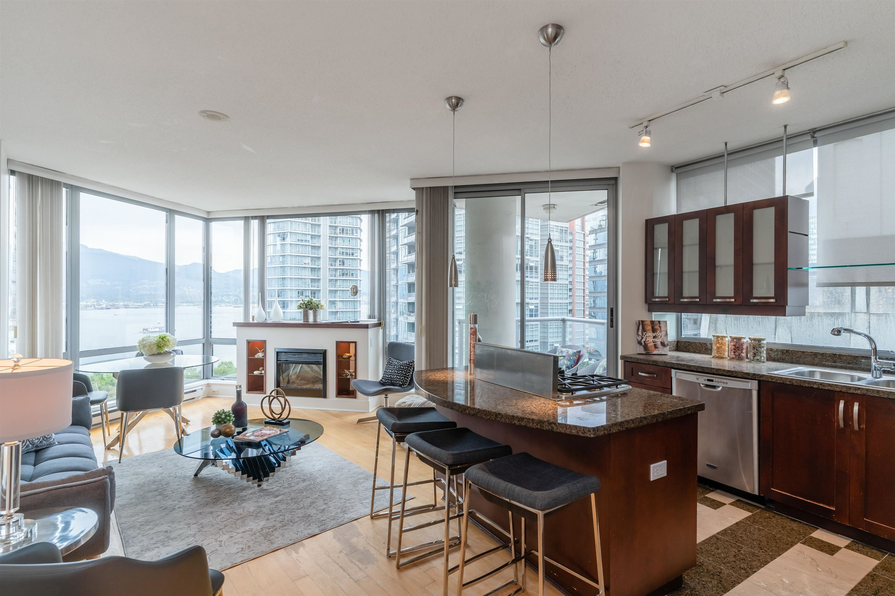 """Main Photo: 1101 1228 W HASTINGS Street in Vancouver: Coal Harbour Condo for sale in """"PALLADIO"""" (Vancouver West)  : MLS®# R2616031"""