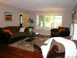 Photo 3: 885 Maltwood Terr in VICTORIA: SE Broadmead House for sale (Saanich East)  : MLS®# 711299