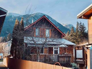 Photo 1: 38044 FIFTH Avenue in Squamish: Downtown SQ House for sale : MLS®# R2539837
