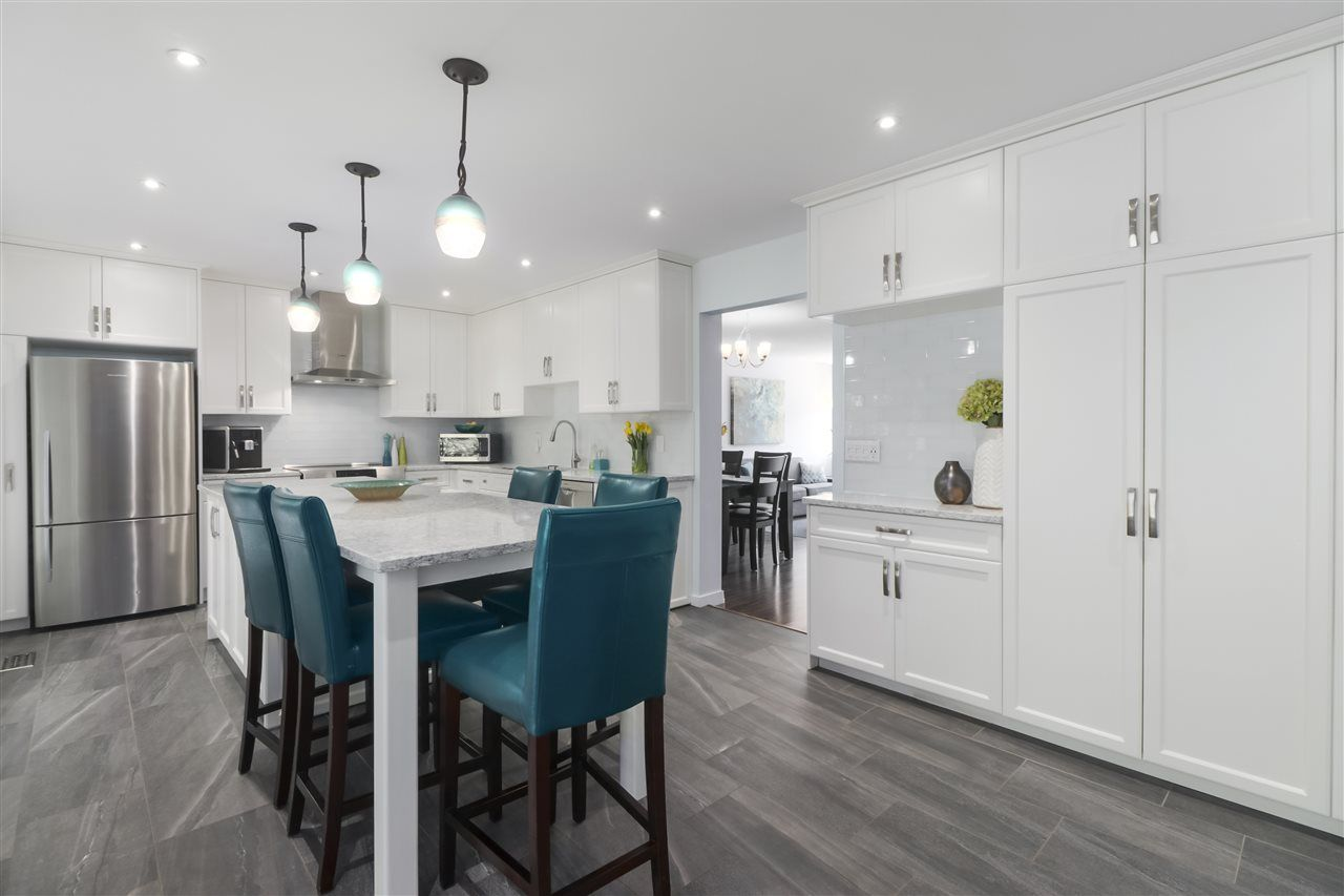 """Photo 4: Photos: 8881 LARKFIELD Drive in Burnaby: Forest Hills BN Townhouse for sale in """"PRIMROSE HILL"""" (Burnaby North)  : MLS®# R2494951"""