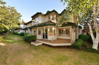Photo 18: 100 530 Marsett Pl in VICTORIA: SW Royal Oak Row/Townhouse for sale (Saanich West)  : MLS®# 766034