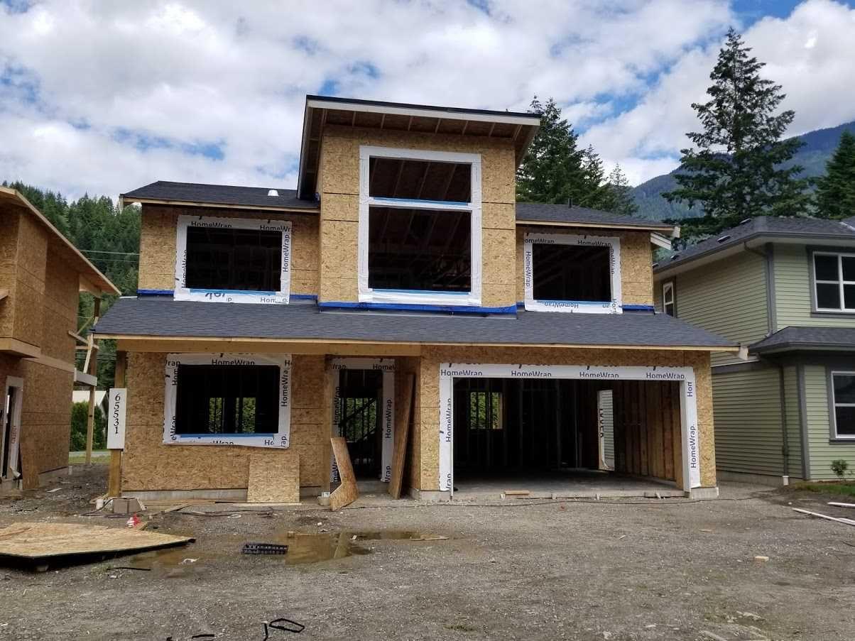 "Main Photo: 65531 SKYLARK Lane in Hope: Hope Kawkawa Lake House for sale in ""Wildflowers at Skylark Lane"" : MLS®# R2462615"