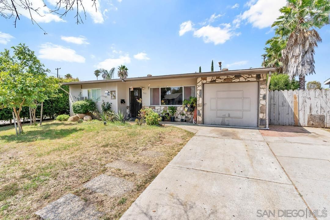 Main Photo: EAST ESCONDIDO House for sale : 4 bedrooms : 665 Hoover Street in Escondido