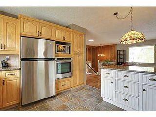 Photo 4: 6135 LONGMOOR Way SW in Calgary: Bi-Level for sale : MLS®# C3584023