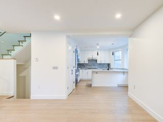 Photo 4: 1370 E 10TH Avenue in Vancouver: Grandview Woodland 1/2 Duplex for sale (Vancouver East)  : MLS®# R2533596