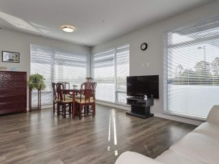 Photo 2: 216 3289 RIVERWALK AVENUE in Vancouver: South Marine Condo for sale (Vancouver East)  : MLS®# R2411434