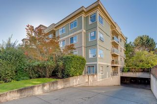 Photo 2: 102 1025 Meares St in Victoria: Vi Downtown Condo for sale : MLS®# 858477