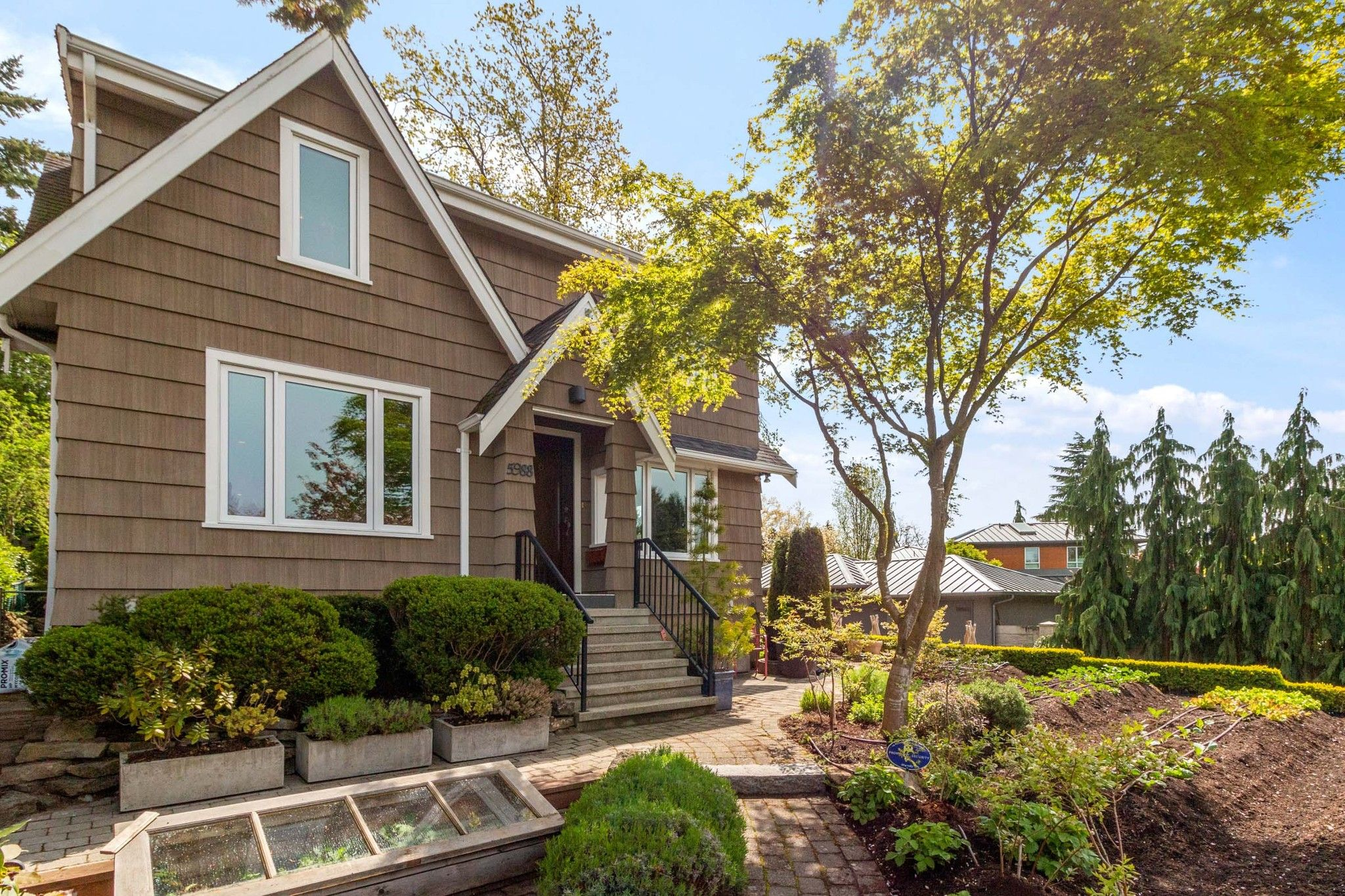 Main Photo: 5988 DUNBAR Street in Vancouver: Southlands House for sale (Vancouver West)  : MLS®# R2574369