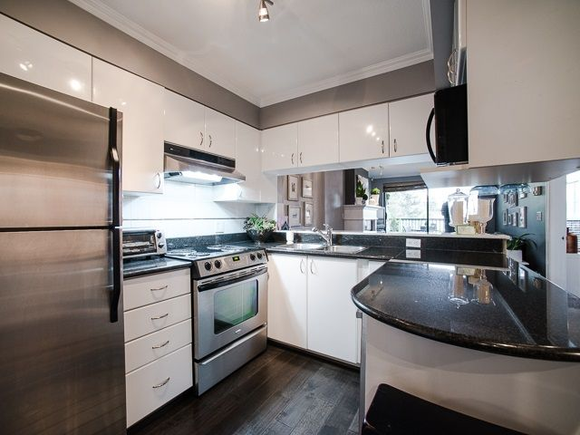 """Main Photo: 303 1226 HAMILTON Street in Vancouver: Yaletown Condo for sale in """"GREENWICH PLACE"""" (Vancouver West)  : MLS®# R2056690"""