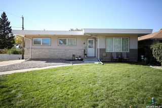 Main Photo: 8 Lipton Place in Regina: Coronation Park Residential for sale : MLS®# SK873732