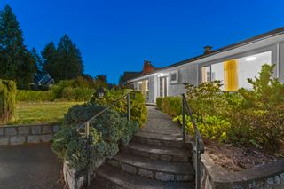 Photo 3: 965 BEAUMONT Drive in North Vancouver: Edgemont House for sale : MLS®# R2624946