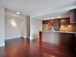 Photo 4: 1329 CIVIC PLACE MEWS in North Vancouver: Central Lonsdale Townhouse for sale : MLS®# R2114138
