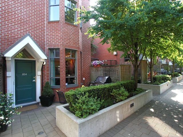 """Main Photo: 854 W 6TH Avenue in Vancouver: Fairview VW Townhouse for sale in """"BOXWOOD GREEN"""" (Vancouver West)  : MLS®# V904480"""