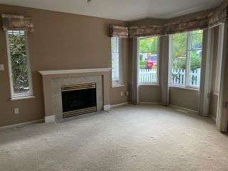 """Photo 6: 76 6488 168 Street in Surrey: Cloverdale BC Townhouse for sale in """"Turnberry"""" (Cloverdale)  : MLS®# R2610763"""