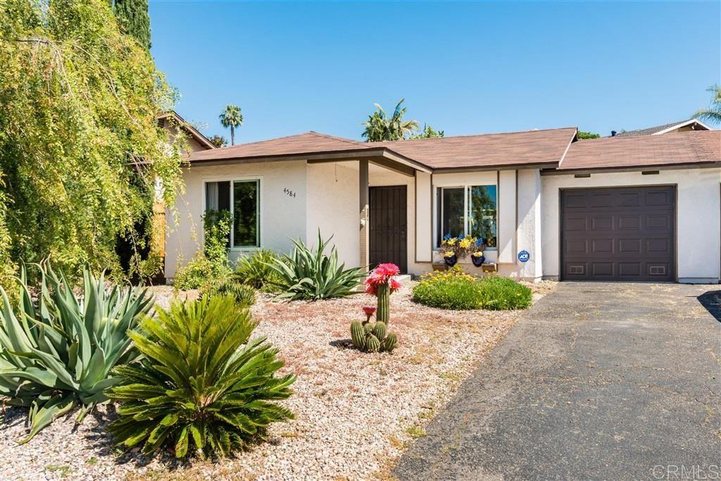 Main Photo: OCEANSIDE Twin-home for sale : 2 bedrooms : 4584 Sunrise Ridge