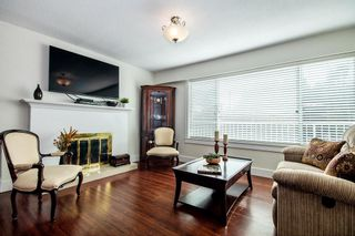 Photo 3: 1096 VINEY Road in North Vancouver: Lynn Valley House for sale : MLS®# R2409408