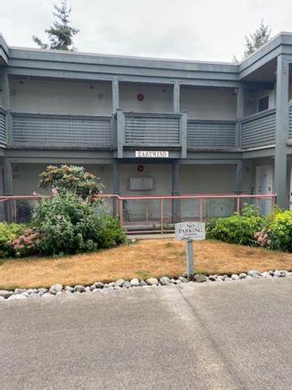 Photo 2: 111 5780 TRAIL Avenue in Sechelt: Sechelt District Condo for sale (Sunshine Coast)  : MLS®# R2607897