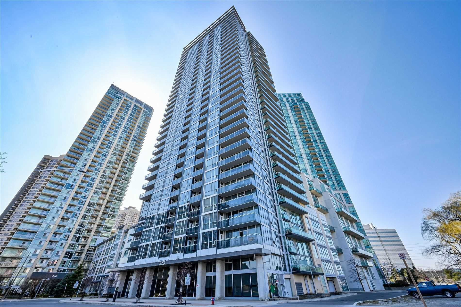 Main Photo: 1706 223 Webb Drive in Mississauga: City Centre Condo for sale : MLS®# W5185388