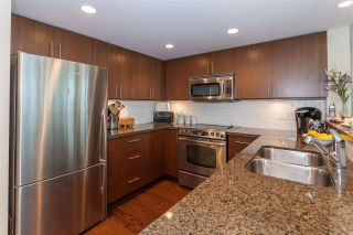 """Photo 4: 1604 125 MILROSS Avenue in Vancouver: Mount Pleasant VE Condo for sale in """"CREEKSIDE at CITYGATE"""" (Vancouver East)  : MLS®# R2077130"""