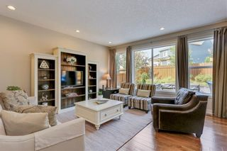 Photo 4: 291 TREMBLANT Way SW in Calgary: Springbank Hill Detached for sale : MLS®# C4199426