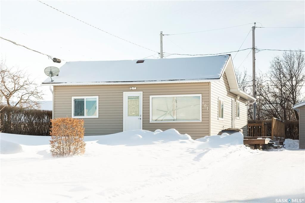 Main Photo: 101 5th Avenue West in Shellbrook: Residential for sale : MLS®# SK840671