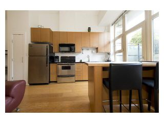 """Photo 10: 105 205 E 10TH Avenue in Vancouver: Mount Pleasant VE Condo for sale in """"The Hub"""" (Vancouver East)  : MLS®# V1082695"""
