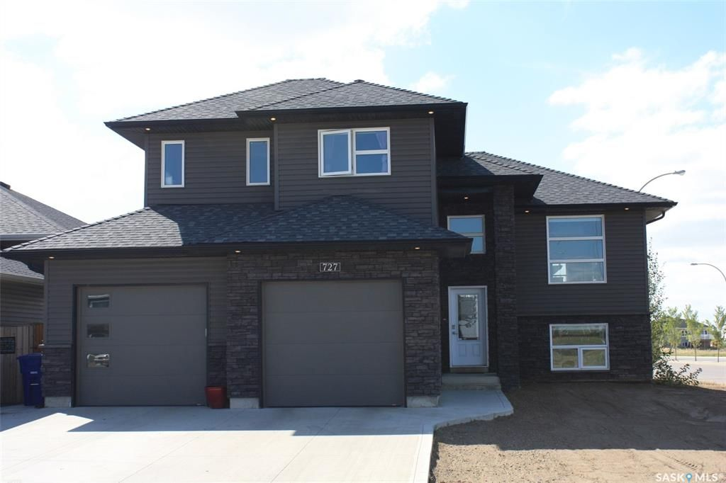 Main Photo: 727 1st Avenue North in Warman: Residential for sale : MLS®# SK840991
