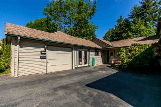 """Photo 1: 1720 LILAC Drive in Surrey: King George Corridor Townhouse for sale in """"Alderwood 3"""" (South Surrey White Rock)  : MLS®# R2171971"""