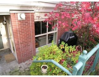 Photo 3: 113-332 Lonsdale Ave in North Vancouver: Lower Lonsdale Condo for sale : MLS®# V677650