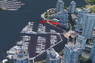 """Photo 3: 110 1228 MARINASIDE Crescent in Vancouver: Yaletown Townhouse for sale in """"Crestmark II"""" (Vancouver West)  : MLS®# R2564048"""