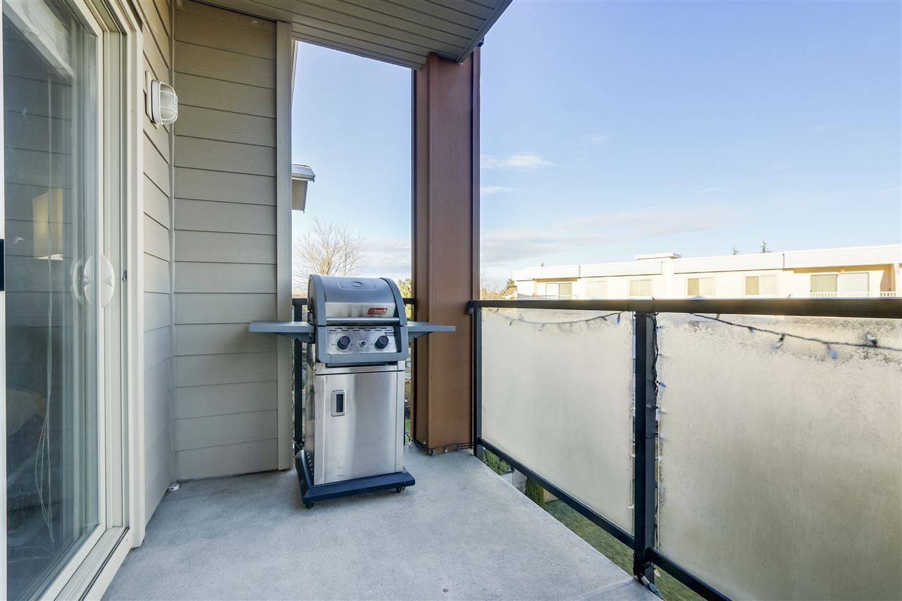 """Photo 18: Photos: 308 20219 54A Avenue in Langley: Langley City Condo for sale in """"SUEDE"""" : MLS®# R2333974"""