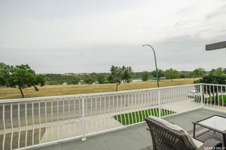Photo 2: 327 Whiteswan Drive in Saskatoon: Lawson Heights Residential for sale : MLS®# SK870005